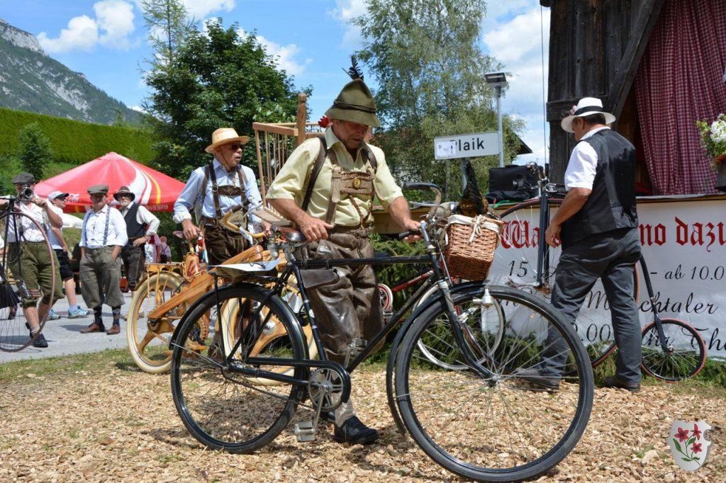 Nostalgie-Radfahrer beim Waldfest anno dazumal 2017