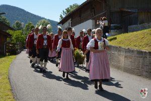 Einzug der Vereine zum Steinrösler Vereinshaus