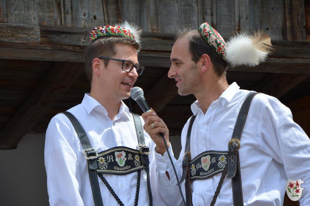 Chorleiter Julian Egger mit Stutzi